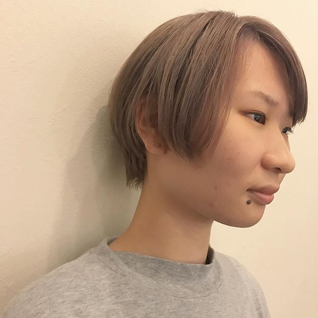 担当シオリ @shiori_tomii ワンブリーチからの色が落ちても綺麗なベージュに#abond#shiori_hair #高崎