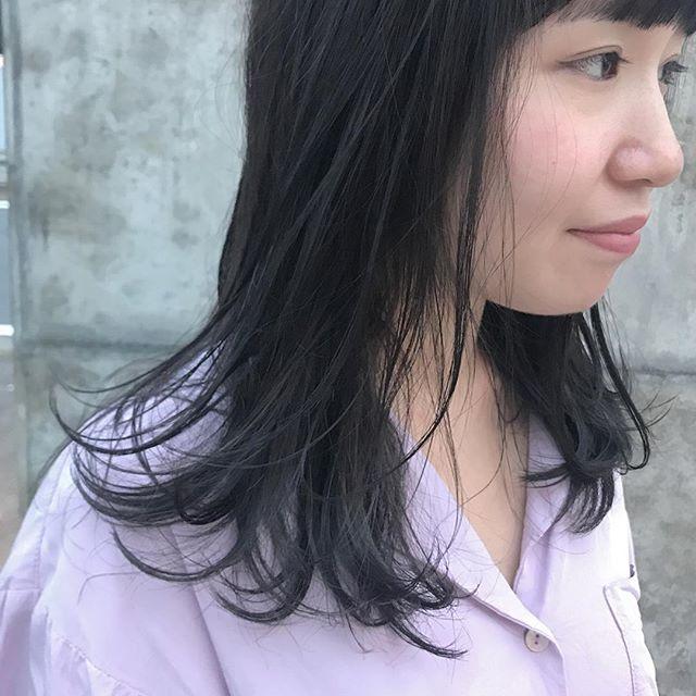 担当シオリ @shiori_tomii グレーとグレージュのムラカラー大人気です♡#abond#shiori_hair #haircolor#グレージュ