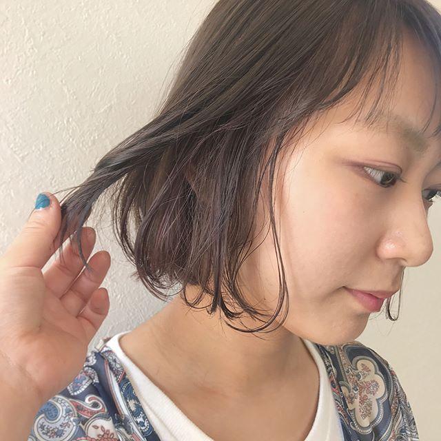 担当シオリ @shiori_tomii お盆休みまだ飽きがございます♡ぜひかわいくなりにいらしてください♡お待ちしております!#abond#shiori_hair #haircolor#高崎