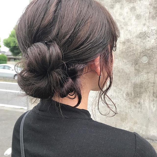 担当シオリ @shiori_tomii 秋先取りのダークブラウンとピンクレッドの上と下でツートンにしました♡アレンジしてもかわいい♡#abond #shiori_hair #hairarrange #ヘアアレンジ