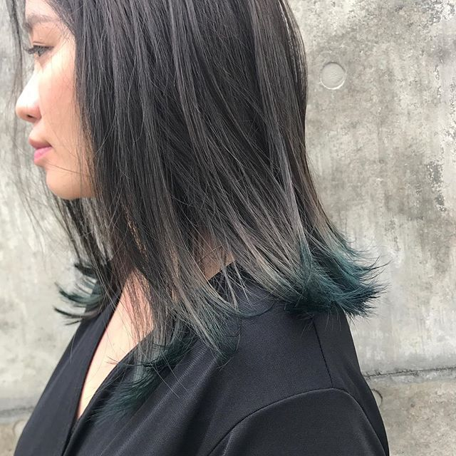 担当シオリ @shiori_tomii 全体はグレーで毛先にくすんだBlueを#abond #shiori_hair #高崎