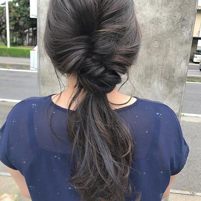 担当シオリ @shiori_tomii 明日22日〜23日まで夏休みをいただいて愛知に一人旅にいってきます🐋ご予約はネット予約で24日以降お待ちしております なお、abond自体は23日も営業しておりますのでどしどしご予約お待ちしております🐋#abond #shiori_hair #hairarrange #ヘアアレンジ#haircolor