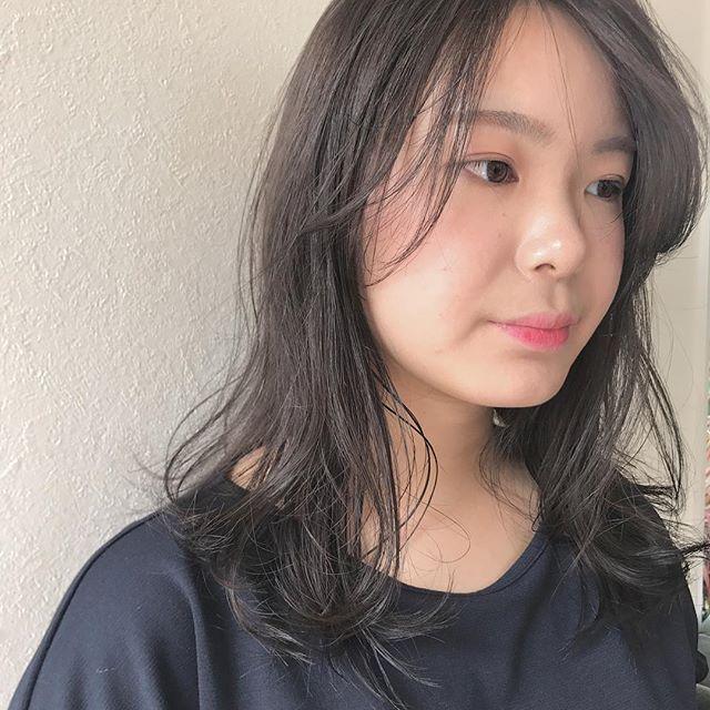 担当シオリ @shiori_tomii トーンダウンはグレージュにしてあげると柔らかい透明感抜群のcolorになります♡#abond #shiori_hair #グレージュ