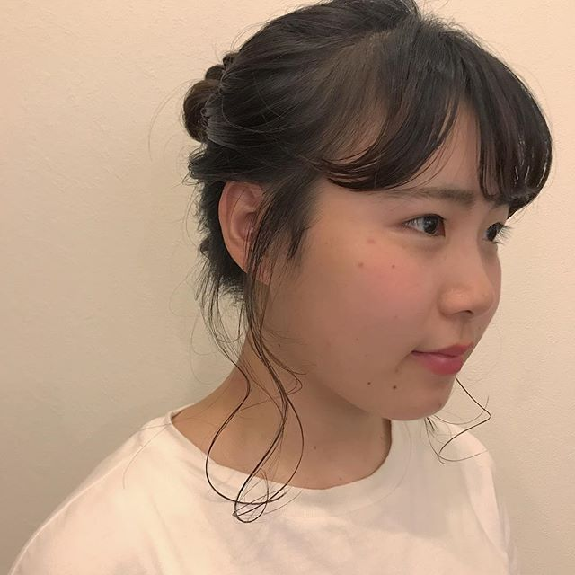 担当シオリ @shiori_tomii かわいこちゃんが横浜からはるばる来てくれました♡バッサリイメチェンして、仕上げはヴィラロドラでウェットアレンジ♡#abond #shiori_hair #hairarrange #ヘアアレンジ