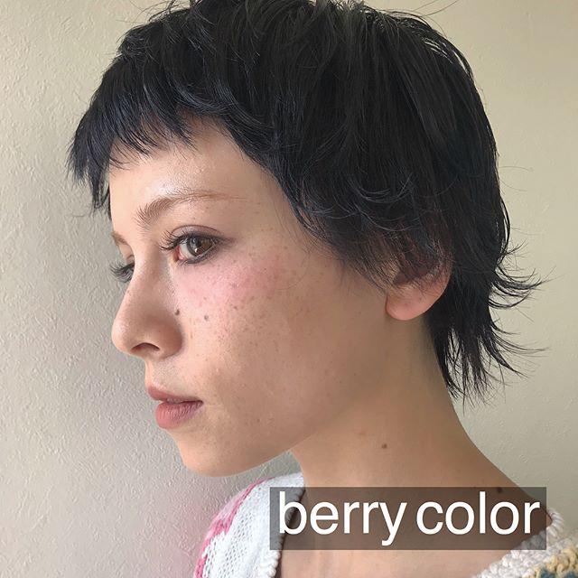 担当シオリ @shiori_tomii 深いberry colorにしましたかわいすぎて写真が選べません#abond #shiori_hair #ベリーカラー#高崎美容室
