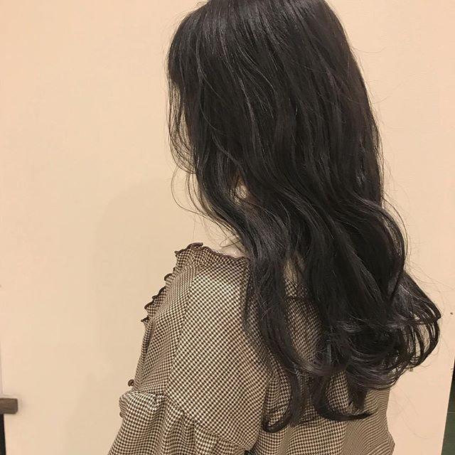 担当シオリ @shiori_tomii 暗いグレーカラー麗#abond #shiori_hair #グレーカラー#グレージュ#高崎美容室