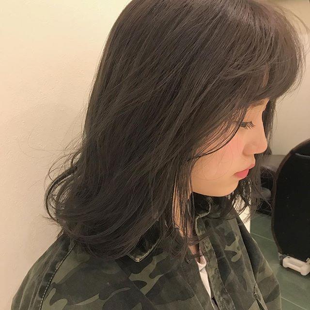 担当シオリ @shiori_tomii ブリーチしてくすみグレージュに🦈🦈#abond #shiori_hair #グレージュ#高崎美容室