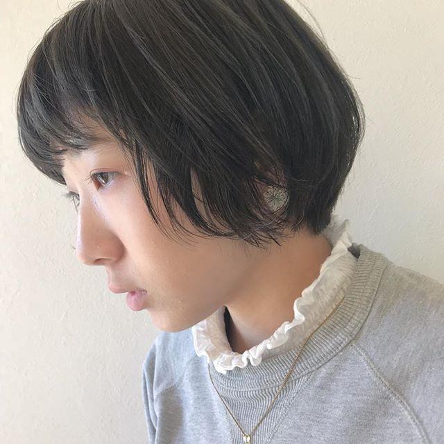 担当シオリ @shiori_tomii 黒染めからケアブリーチしてくすみカラーに透明感抜群です!#abond #shiori_hair #グレージュ#高崎美容室
