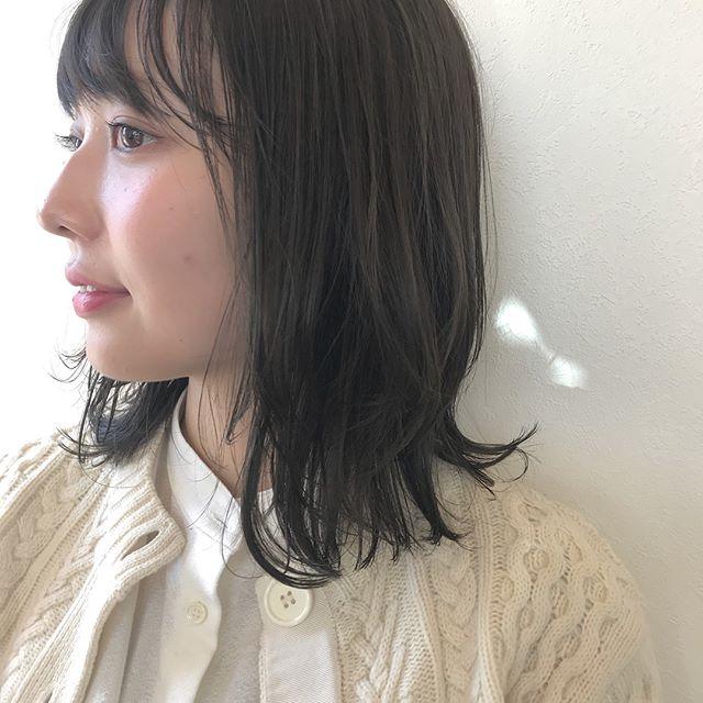 担当シオリ @shiori_tomii 透明感抜群のグレージュカラー♡色落ちを考慮して少し濃いめに入れるのがおすすめです♡#abond #shiori_hair #高崎美容室#グレージュ