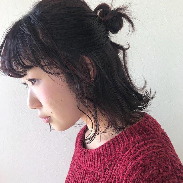 担当シオリ @shiori_tomii チェリーピンクのくせ毛を生かしたラフアレンジ🦕#abond #shiori_hair #チェリーピンク#hairarrange #ヘアアレンジ#高崎美容室