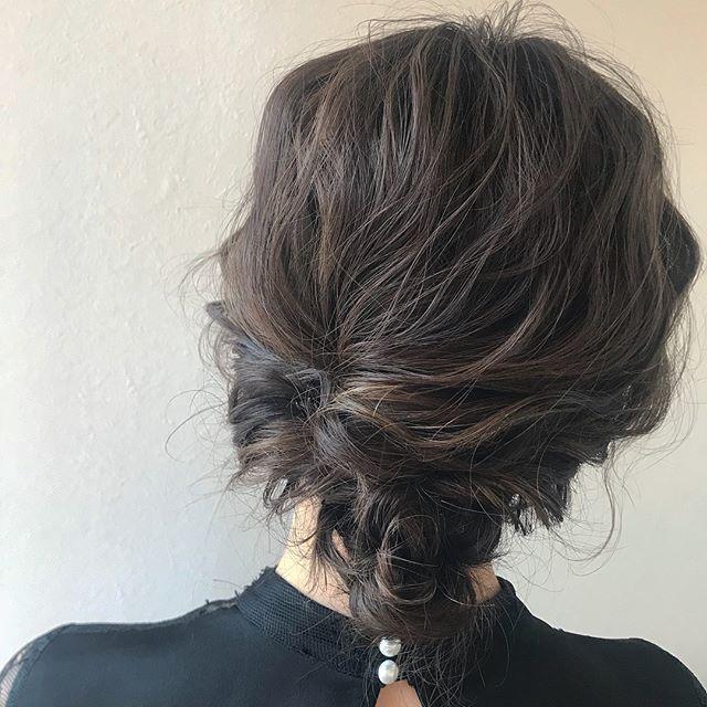 担当シオリ @shiori_tomii 卒業式や来年の成人式のご予約が埋まりはじめてきました秊ご予約予定の方はなるべく早めにご連絡いただけると嬉しいですぜひお待ちしてます#abond #shiori_hair #ヘアセット#ヘアアレンジ#hairarrange #高崎美容室