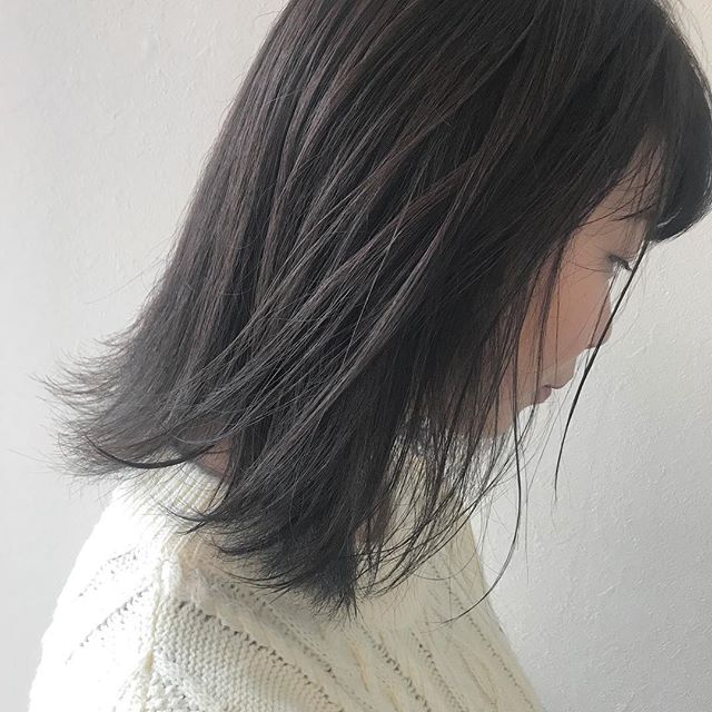 担当シオリ @shiori_tomii ブリーチなしのグレージュカラー🐇もともと入ってたインナーのハイライトはホワイトアッシュに#abond #shiori_hair #グレージュ#高崎美容室