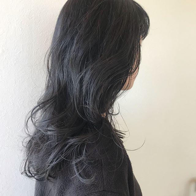 担当シオリ @shiori_tomii バージン毛からでもこのくらいのくすみ感もだせます♡ただ髪質にもよりますのでご相談くださいね欄#abond #shiori_hair #グレージュ#高崎美容室