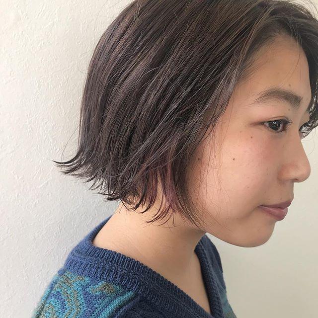 担当シオリ @shiori_tomii バッサリとBOBに♡ピンクベージュにもみあげハイライトでpinkをいれました♡#abond #shiori_hair #ピンクベージュ#bob#高崎美容室