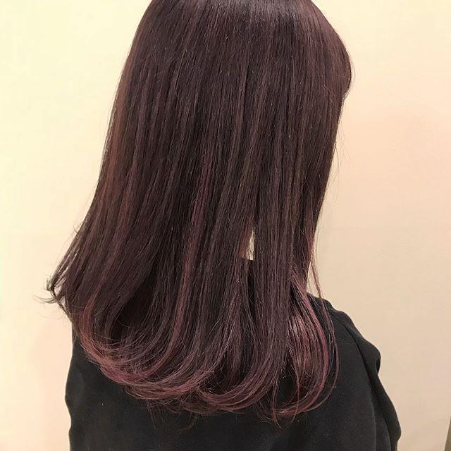 担当シオリ @shiori_tomii 全体ベリーピンクに2色のpinkでムラカラーにしました春先取りでかわいすぎです🌬#abond #shiori_hair #ベリーピンク#ムラカラー#高崎美容室