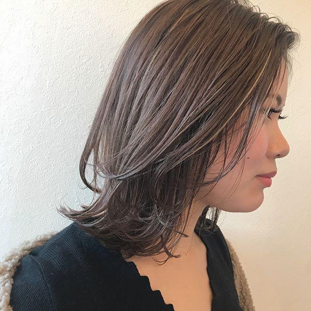 担当シオリ @shiori_tomii ハイライトをチラつかせたマットベージュ🥦🥦かきあげhairとの相性抜群です#abond #shiori_hair #マットベージュ#オリーブベージュ#高崎美容室