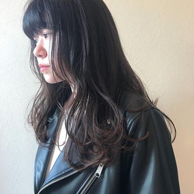 担当シオリ @shiori_tomii 重めなロングからレイヤーをいれてラフな動きが出るようにプチイメチェンです🕊#abond #shiori_hair #高崎美容室