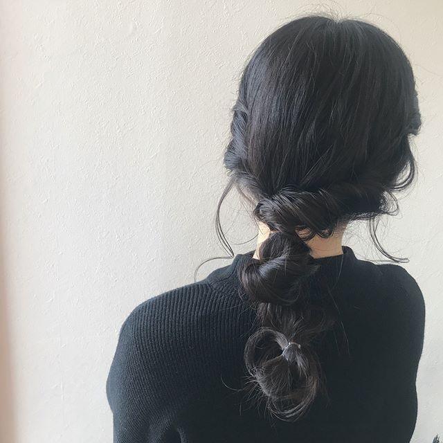 担当シオリ @shiori_tomii 耳上ねじりからの後ろまでねじねじして、とめて、ねじっての繰り返しアレンジ ロングヘアかわいい〜〜です#abond #shiori_hair #hairarrange #ヘアアレンジ#高崎美容室