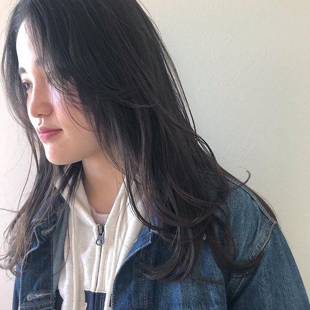 担当シオリ @shiori_tomii 重ためロングにレイヤーをいれて軽めな動きのあるスタイルにイメチェン🦕🦕みなさん春らしくイメチェンしましょう本日はお休みです!明日からまたお待ちしております#abond #shiori_hair #高崎美容室