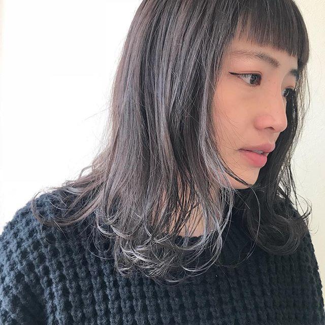 担当シオリ @shiori_tomii ブリーチをなるべくしないで明るめなベージュカラーに♡あえて切りそろえた眉上バングが最高にかわいいのです#abond #shiori_hair #アッシュベージュ#高崎美容室