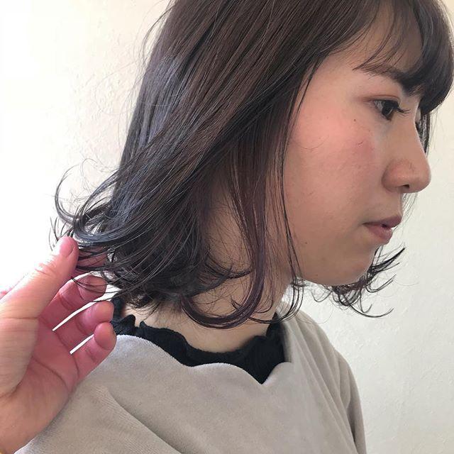 担当シオリ @shiori_tomii もみあげにラベンダーピンクのかくしカラーです#abond #shiori_hair #もみあげカラー#ポイントカラー#ラベンダーピンク#高崎美容室
