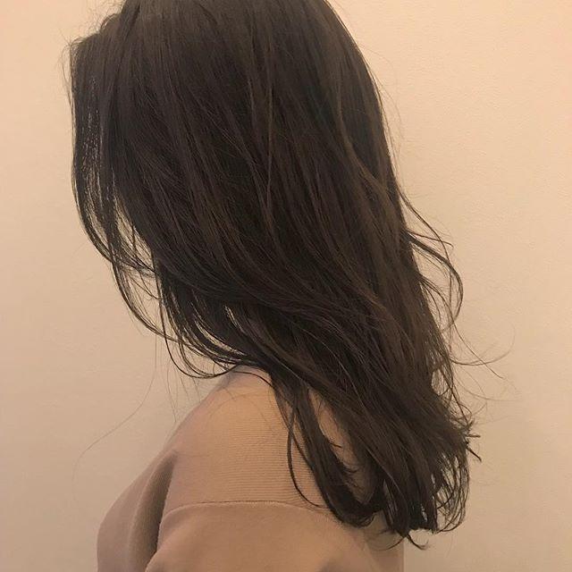担当シオリ @shiori_tomii グレージュに飽きたら、春らしくラベンダーアッシュがかわいいです#abond#shiori_hair #ラベンダーアッシュ#高崎美容室