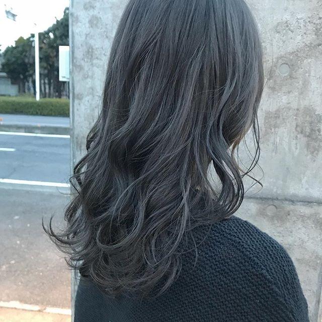 担当シオリ @shiori_tomii アッシュグレーにハイライトでムラカラー️️#abond #shiori_hair #ムラカラー#アッシュグレー#高崎美容室