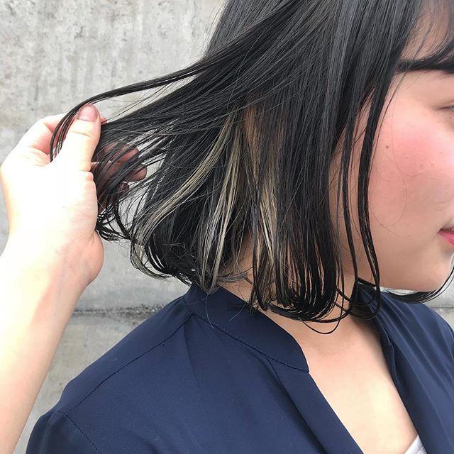 担当シオリ @shiori_tomii インナーにホワイトハイライト️️️#abond #shiori_hair #ホワイトハイライト#インナーカラー#高崎美容室