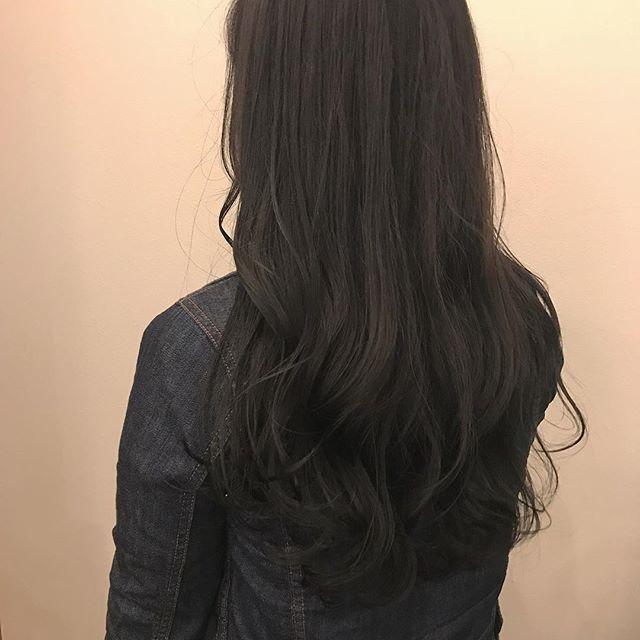 担当シオリ @shiori_tomii 安定の透明感のグレージュカラー🕊🕊#abond #shiori_hair #グレージュ#高崎美容室