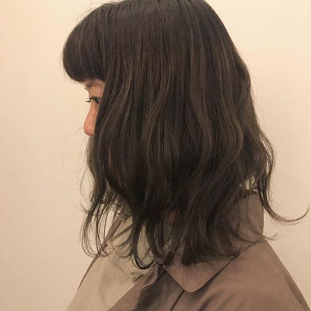 担当シオリ @shiori_tomii 暗くしたいけどそんな暗くしたくない人のためのアッシュベージュ🦕🦕#abond #shiori_hair #アッシュベージュ#高崎美容室