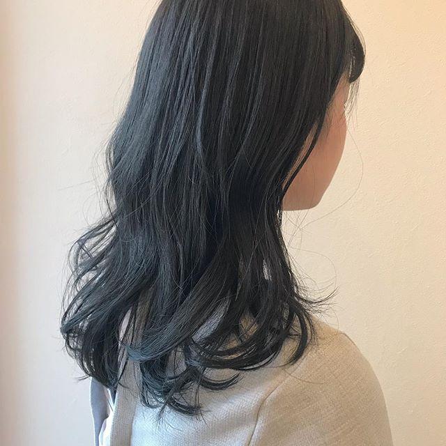 担当シオリ @shiori_tomii グレーアッシュでトーンダウン🦋#abond #shiori_hair #グレーアッシュ#高崎美容室
