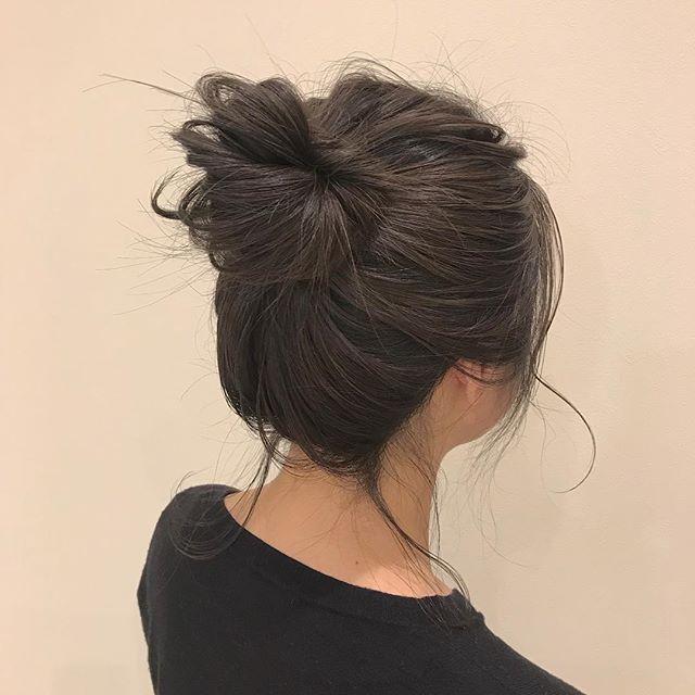 担当シオリ @shiori_tomii グレージュでトーンダウンしてラフお団子#abond #shiori_hair #ヘアアレンジ#hairarrange #高崎美容室