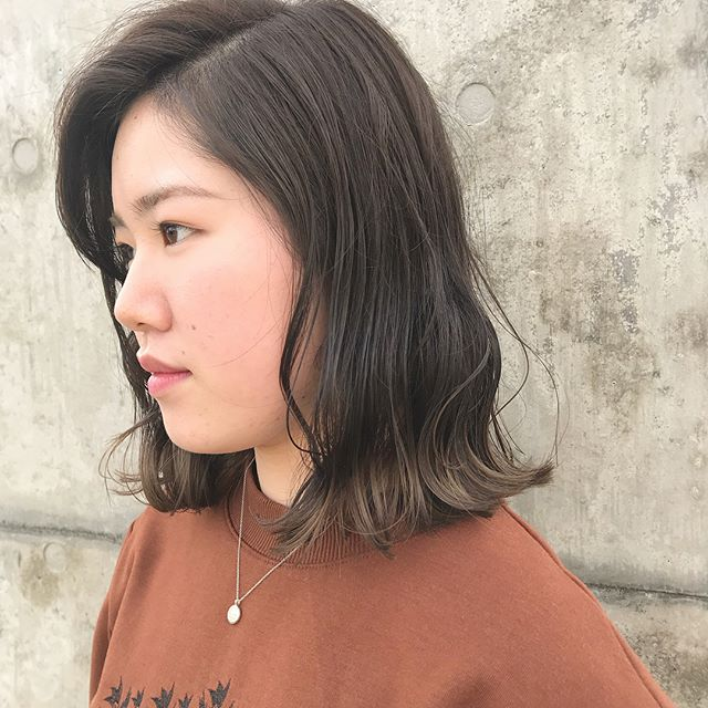 担当シオリ @shiori_tomii 柔らかいベージュのグラデーションカラー髪もばっさり切ってイメチェンしました♡#abond #shiori_hair #bob#ベージュ#グラデーション#高崎美容室