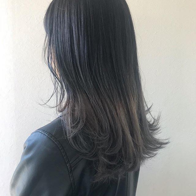 担当シオリ @shiori_tomii 抜けたら白っぽくなるようにグラデーションカラー4/1からはHEARTY @hearty__s に移動しますのでご予約はそちらからお願いします♡#abond #shiori_hair #グラデーションカラー#グレージュ#高崎美容室#HEARTY