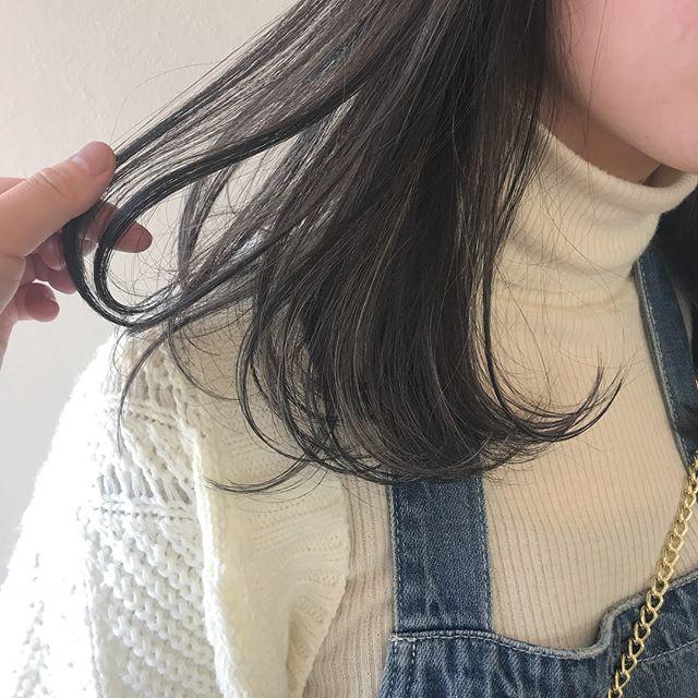 担当シオリ @shiori_tomii ホワイトハイライトでムラムラに🕊🕊#abond #shiori_hair #ホワイトハイライト#ハイライト#高崎美容室