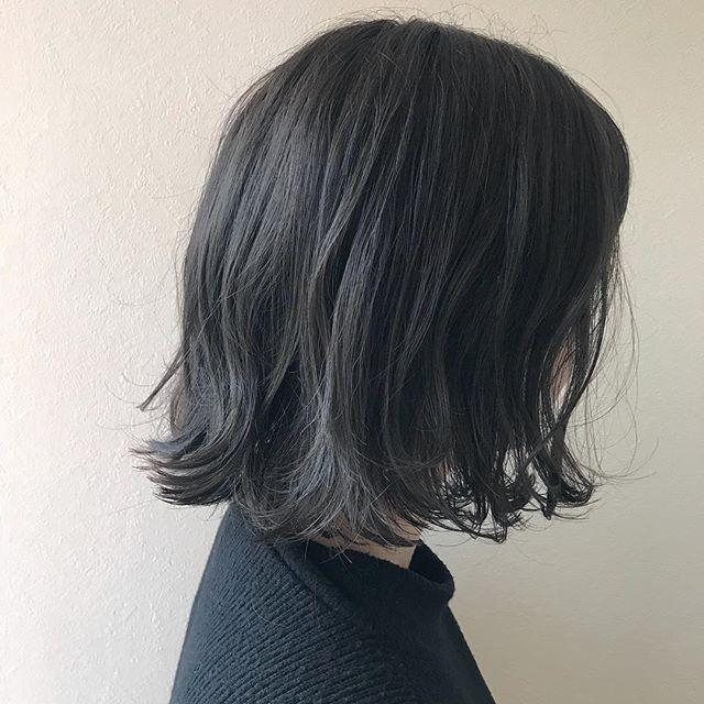担当シオリ @shiori_tomii ばっさりBOBのスモーキーなグレージュカラーに4/1からはHEARTY @hearty__s に移動しますのでご予約はそちらからお願いします♡#abond #shiori_hair #スモーキーカラー#グレージュ#高崎美容室