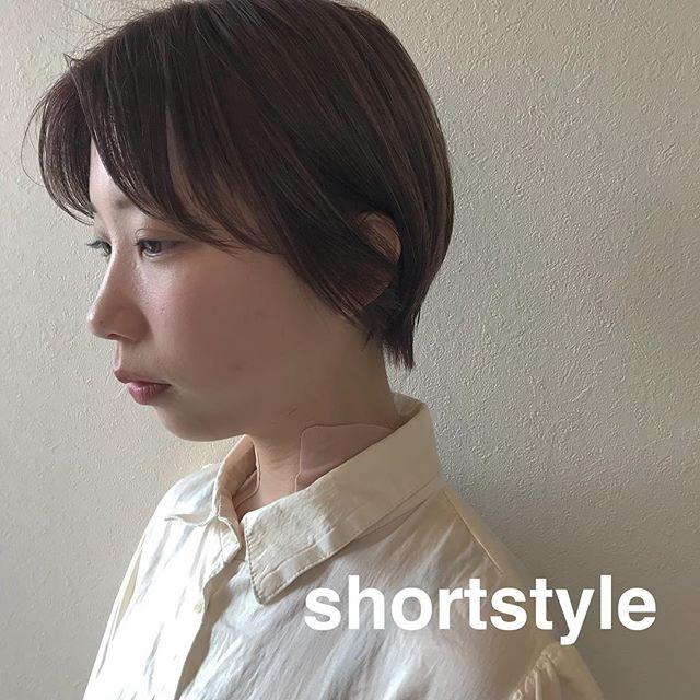 担当シオリ @shiori_tomii 色気のあるショートスタイル🥂伸ばし中のバングはゆるく巻きすぎないのがポイント!4/1からはHEARTY @hearty__s に移動しますのでご予約はそちらからお願いします♡#abond#shiori_hair #高崎美容室