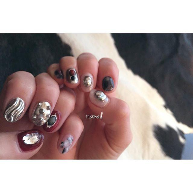 凸凹がいっぱい⚙️⛓#riconail #HEARTY #abond #nail #nails #gelnail #gelnails #nailart #instanails #nailstagram #silver #Bordeaux #black #beauty #fashion #nuancenail #ネイル #ジェルネイル #ネイルデザイン #ミラーネイル #ニュアンスネイル #ショートネイル #シアーネイル