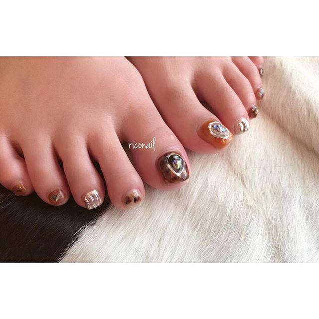 HEARTYのアイリストえみりちゃんのフットネイル︎#riconail #HEARTY #abond #nail #nails #gelnail #gelnails #nailart #footnail #instanails #nailstagram #beauty #fashion #nuancenail #brown #silver #ネイル #ジェルネイル #ネイルデザイン #ネイルアート #フットネイル #ニュアンスネイル #シアーネイル #ミラーネイル @__ememr @riconail123