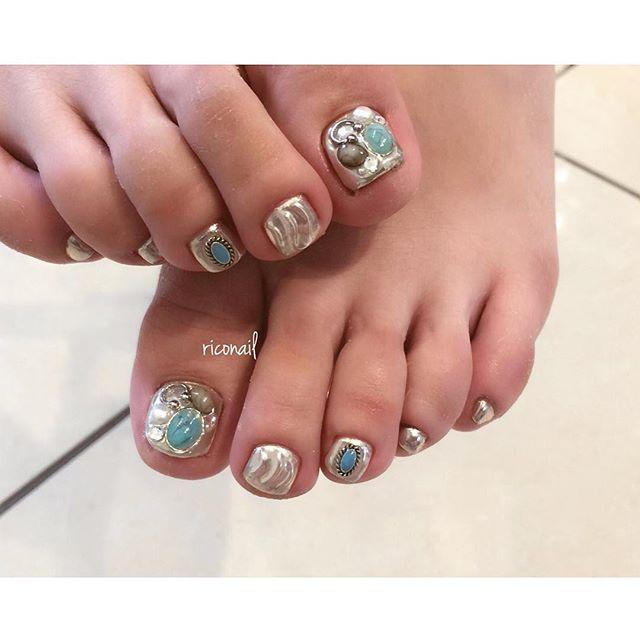 ALLミラーのフットネイル。縮毛矯正と同時施術させていただきました︎#riconail #HEARTY #abond #nail #nails #gelnail #gelnails #nailart #footnail #instanails #nailstagram #beauty #fashion #nuancenail #ネイル #ジェルネイル #ネイルデザイン #ネイルアート #フットネイル #ニュアンスネイル #ミラーネイル @riconail123