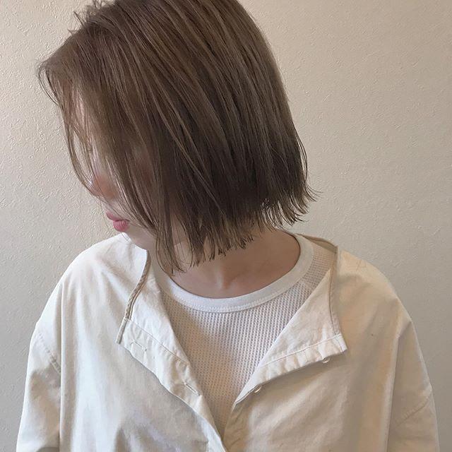 hair ... TOMMY ︎ HEARTY stylistのしおりが髪の毛やりに来てくれました♡ナチュラルな透明感あるおベージュ廉廉廉 @abond_tommy @heartyabond#tommy_hair #heartyabond#abond#アボンド#高崎#高崎美容室#ハイトーンカラー #ハイトーン#ハイトーンベージュ #ハイトーンボブ #ベージュカラー #ベージュ#ボブ#ボブヘアー #ボブヘア 営業時間変更のお知らせ2019年3月から土日、祝日の営業時間が変更になります。... ...................................:.......................................【土曜 OPEN 9:00  CLOSE 19:00】【日曜、祝日  OPEN9:00  CLOSE 18:00】... ...................................:.......................................平日は通常通り10:00〜20:00の営業になりますのでお間違えのないようにお願いいたします。