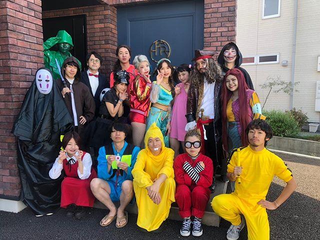 今年もハロウィンの季節がやってきました写真は去年のハロウィンの様子です今年は10月31日(木)にハロウィン仮装営業を開催致します去年を超えるクオリティで営業致します︎くじ引きで当たった方にはプレゼントなどもご用意しておりますので、沢山のご予約お待ちしております#ハロウィン#仮装#仮装営業#halloween#10月31日#美容室#高崎#hearty#abond#群馬美容室#高崎美容室#お菓子#trickortreat#カボチャ#お化け