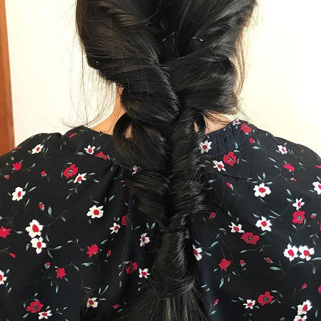 担当シオリ @shiori_tomii 新しくリニューアルいたトリートメントしたお客様のhairをアレンジさせていただきました!この艶感、凄すぎます!!ぜひ体験しにいらして下さい♡#abond #shiori_hair #hairarrange #ヘアアレンジ