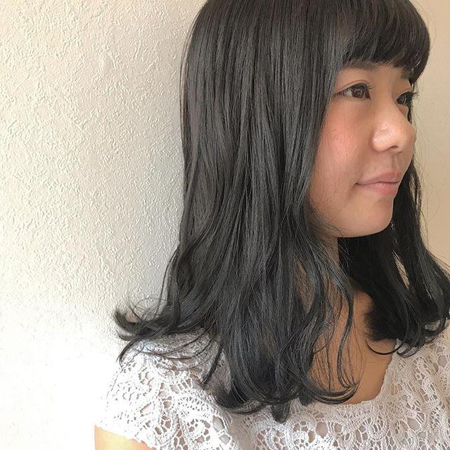 担当シオリ @shiori_tomii トーンダウンはグレージュにしてあげると柔らかくて透明感がでます♡#abond #shiori_hair #グレージュ