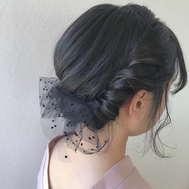 担当シオリ @shiori_tomii チュールでドレッシー感を♡こっそりいれたグレージュのハイライトがちらっとみえてかわいいです♡#abond #shiori_hair #hairarrange #ヘアセット#ヘアアレンジ#高崎美容室