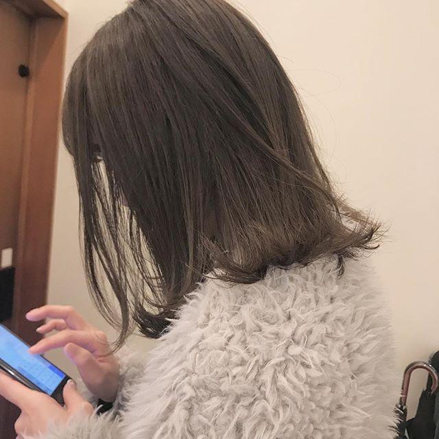 担当シオリ @shiori_tomii くすみ感なしのベージュカラー!少しグラデーションぽくしてあるのがポイントです#abond #shiori_hair #ベージュ#高崎美容室