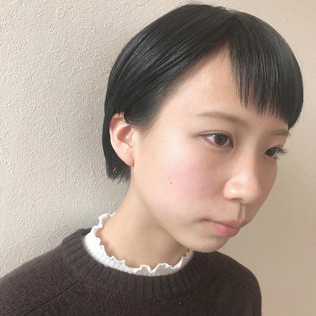 担当シオリ @shiori_tomii ダークグレーで黒染め対策#abond #shiori_hair #グレー