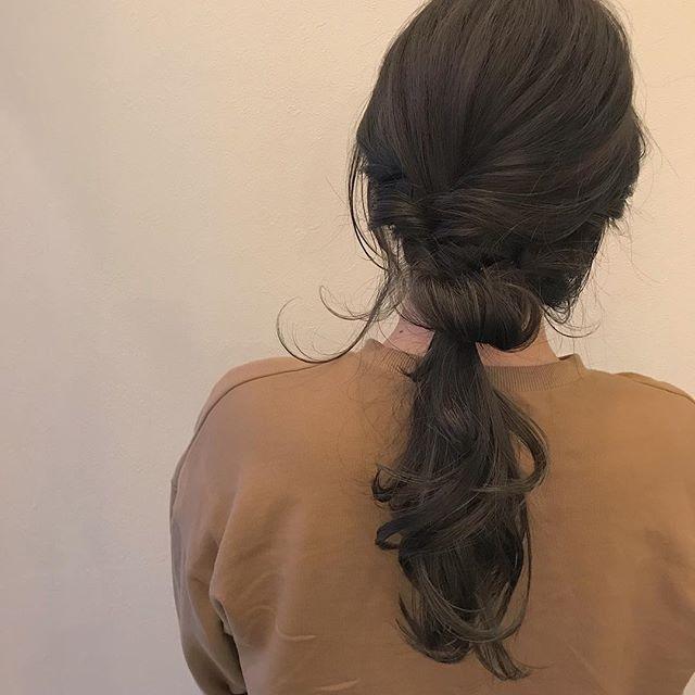 担当シオリ @shiori_tomii 全体は色落ちを考え、深いベージュに全体に明るいハイライトを♡#abond #shiori_hair #ハイライト#ベージュ#グレージュ#ヘアアレンジ#hairarrange #高崎美容室