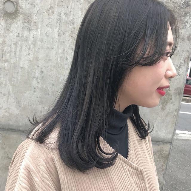 担当シオリ @shiori_tomii ブルージュに毛先はラベンダーを+しました透明感抜群カラーです!12月は年末に向けてカラーされる子が多いです♡ぜひお早めのご予約をお願いします♡#abond #shiori_hair #ブルージュ#ラベンダー#高崎美容室