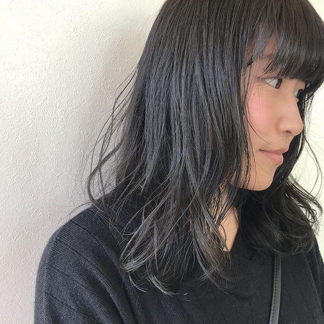 担当シオリ @shiori_tomii トーンを抑えた赤みのないグレージュカラー🕊🕊#abond #shiori_hair #グレージュ#高崎美容室